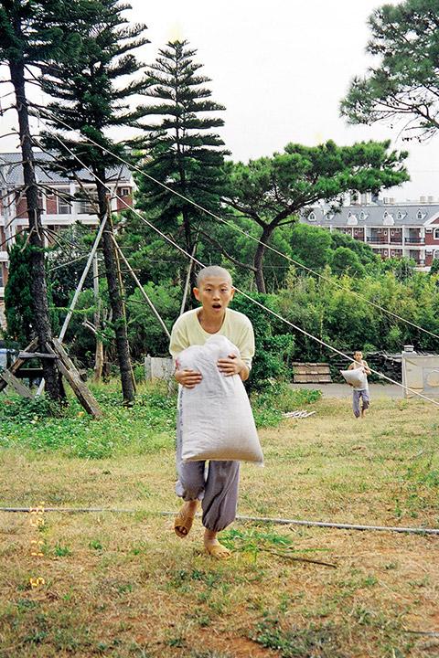 1995 年,幼年的如法法師剛剛進入鳳山寺。