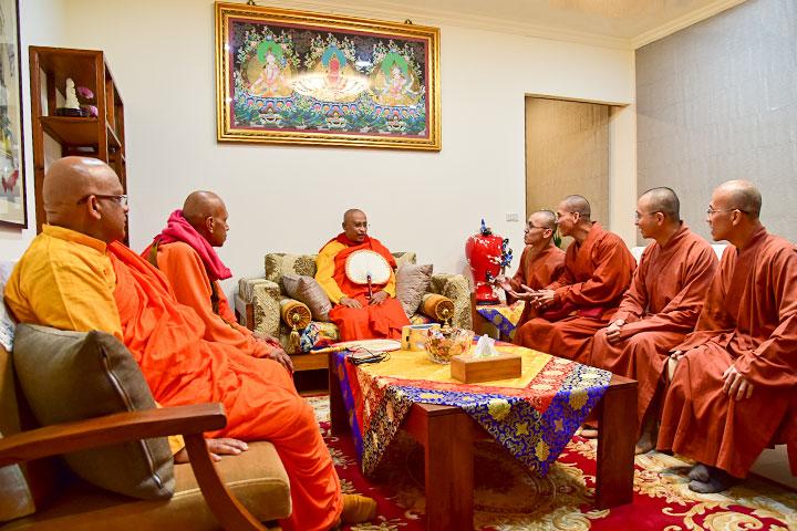 斯里蘭卡副僧王率團訪福智湖山