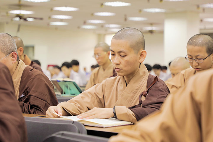 福智南海尼僧團誦《般若經》,迴向獅航空難與普悠瑪事故傷亡者