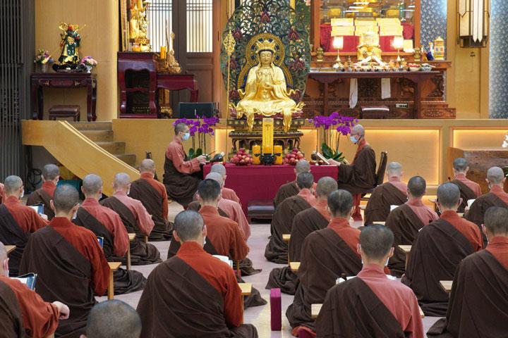 為高雄城中城大火受難者祈福,福智僧團舉辦誦經法會