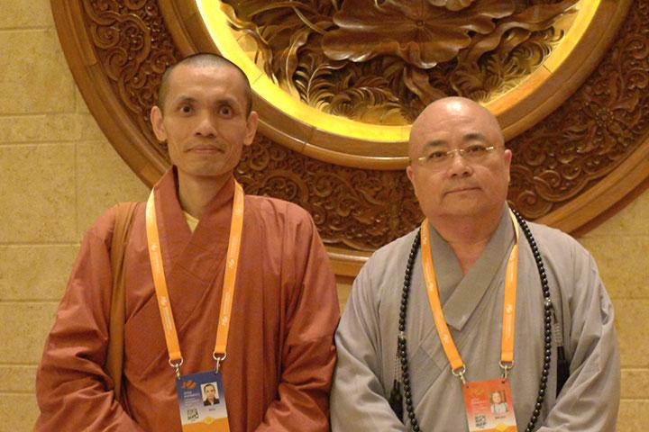 鳳山寺如證和尚與法鼓山果東法師合影於無錫第四屆世界佛教論壇