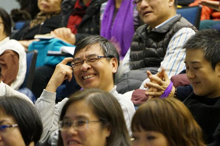台下觀眾歡喜聆聽